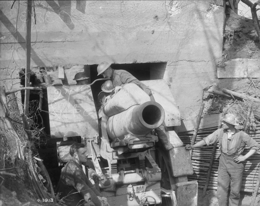 Morser 21cm pattern 1910 captured by the 27th Battalion (Winnipeg) at VImy, 9 April 1917(Library and Archives Canada, Mikan # 3397851)