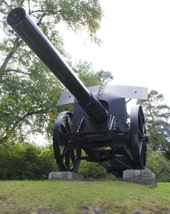 15cm naval cannon, woodbridge memorial tower (author photo)