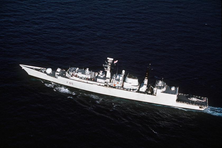 HMCS Cumberland 330-CFD-DN-ST-92-03625