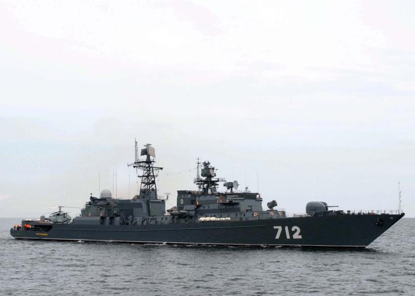RFS Neutrashimyy steams next to USS Gettysburg