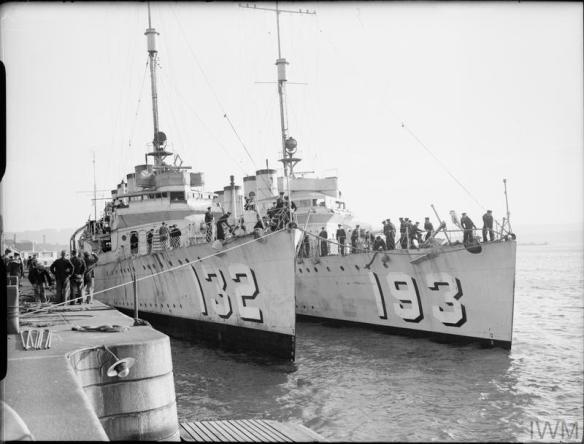 © IWM (A 724) Destroyers swap US - UK