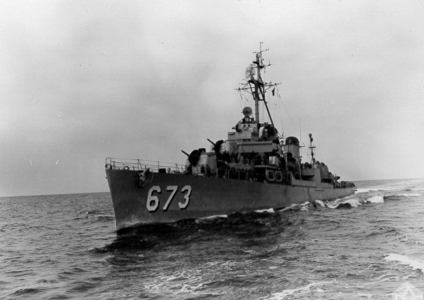 USS Hickox DD-673 1952 CO-376