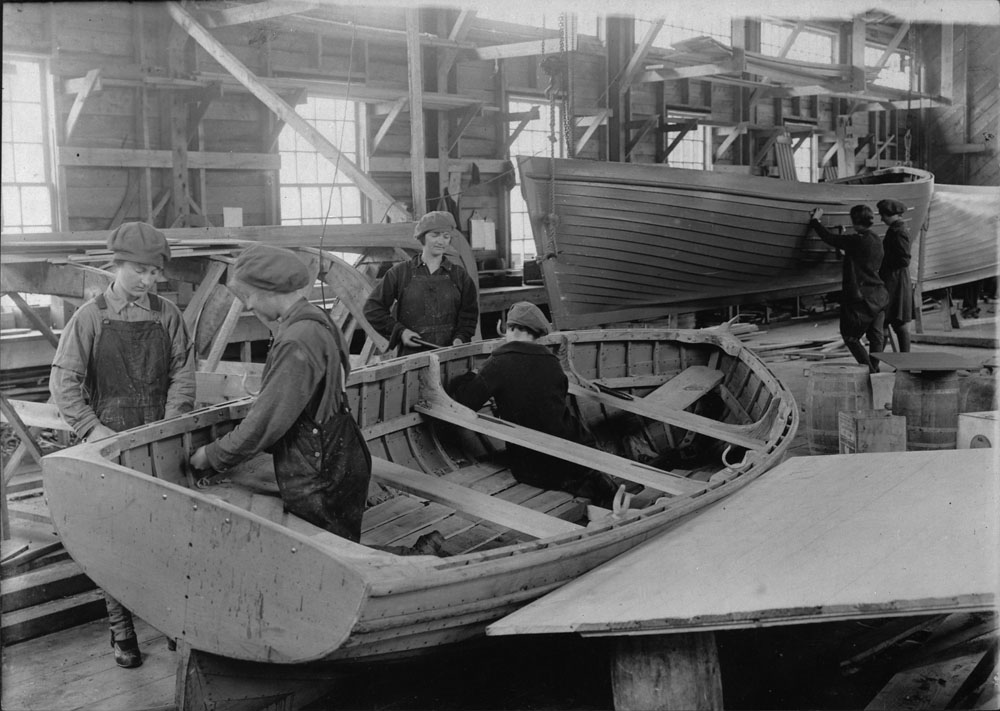 Bell's boatworks during the FWW LAC a024363-v8