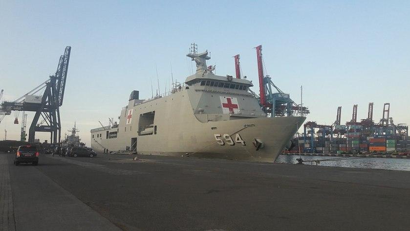 KRI_Semarang_(594)_docked_on_Tanjung_Priok