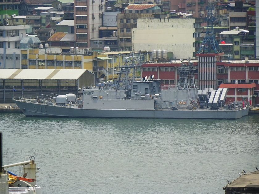 ROCN_Ching_Chiang_Class_Patrol_Ships_behind_Keelung_Harbor_Police_Office_20120526