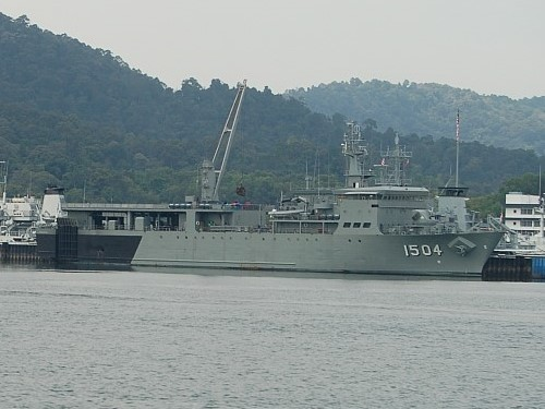 KD_Mahawangsa_(1504)_berthed_at_Lumut_Naval_Base