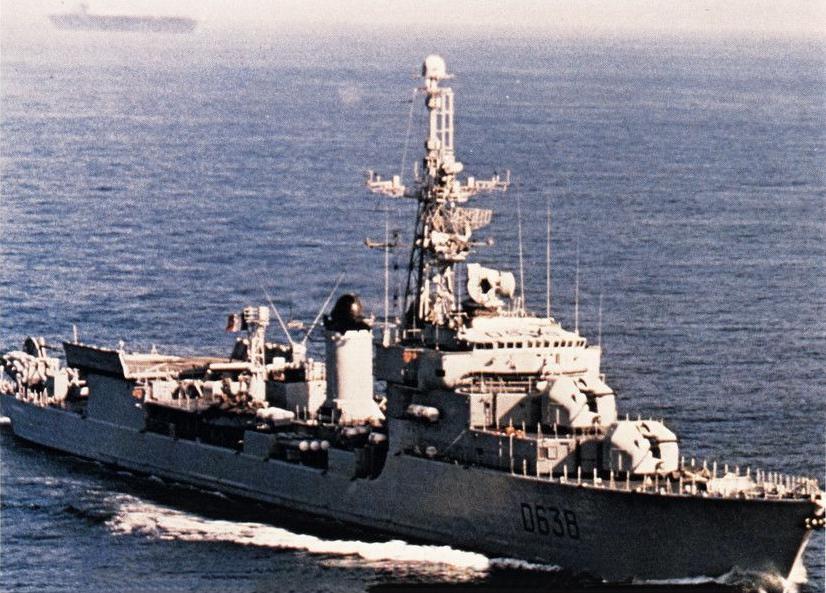 La_Galissonnière_(D638)_underway_in_the_Mediterranean_Sea,_circa_in_1983