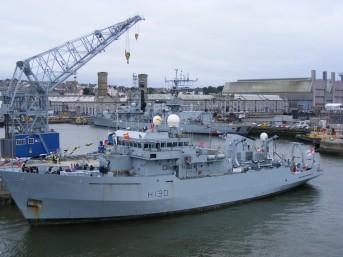 HMS_Roebuck_(H130)