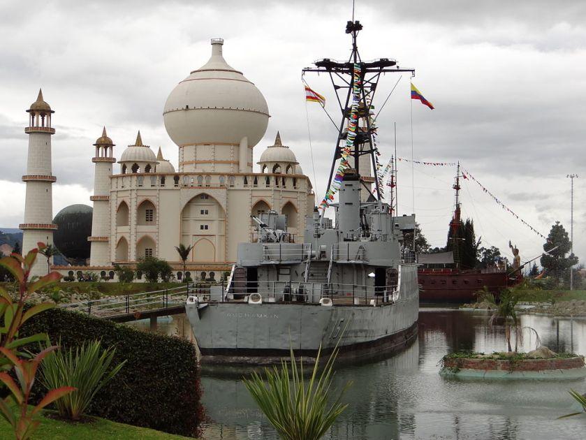 USS Ruchamkin ARC Cordoba at Parque_Jaime_Duque_01