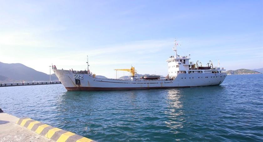 HQ-522_Hùng_Vương-class_landing_ship