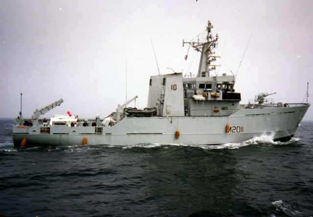 HMS_Orwell_(M2011)_Bay_of_Biscay_1990