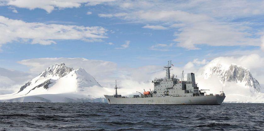 HMS_Scott_At_Anchor_near_Port_Lockroy_in_the_Antarctic_MOD_45152344