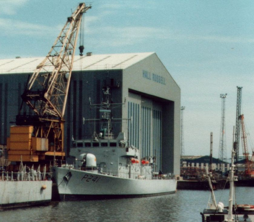 HMS_Starling_P241