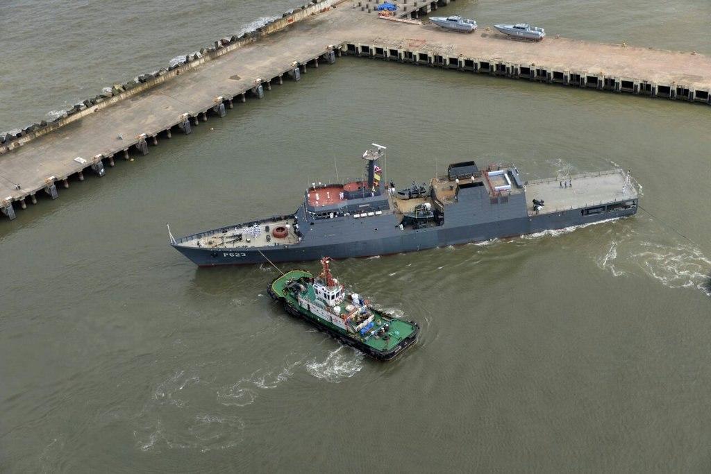 SLNS_Sayurala_leaving_Goa_shipyard_dock (1)