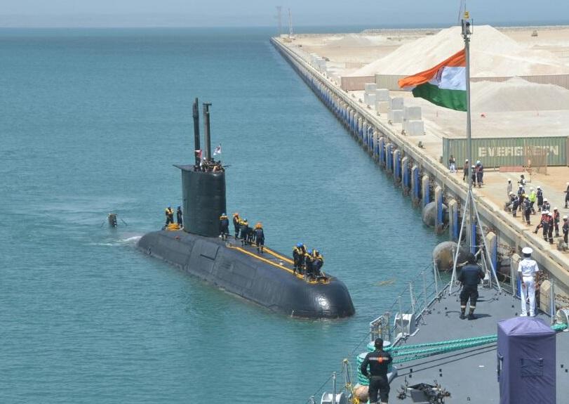 INS_Shishumar_(SSK_class_sub)_of_IN_at_Port_of_Duqm_Oman