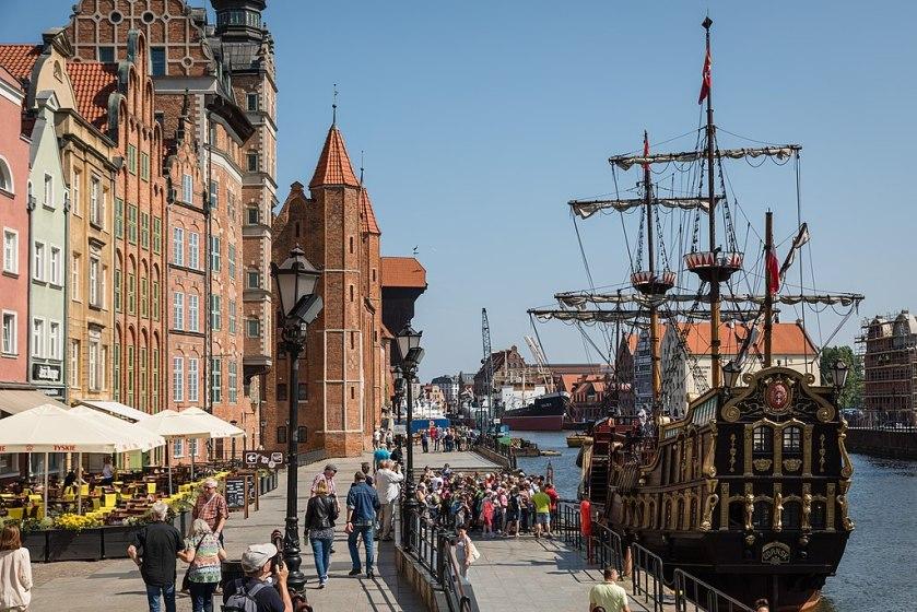 Pirate_ship_on_Nowa_Motlawa,_Gdansk