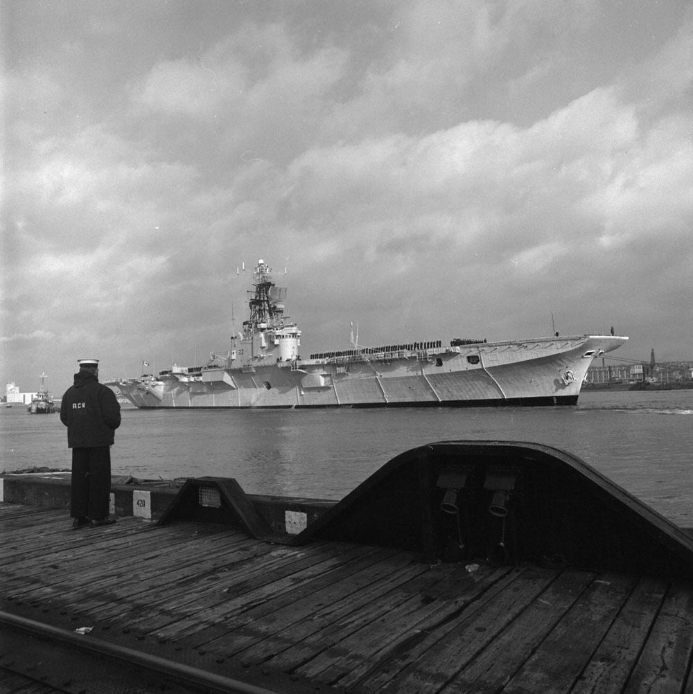 HMCS Bonaventure dec. 1969 e011154074-v8