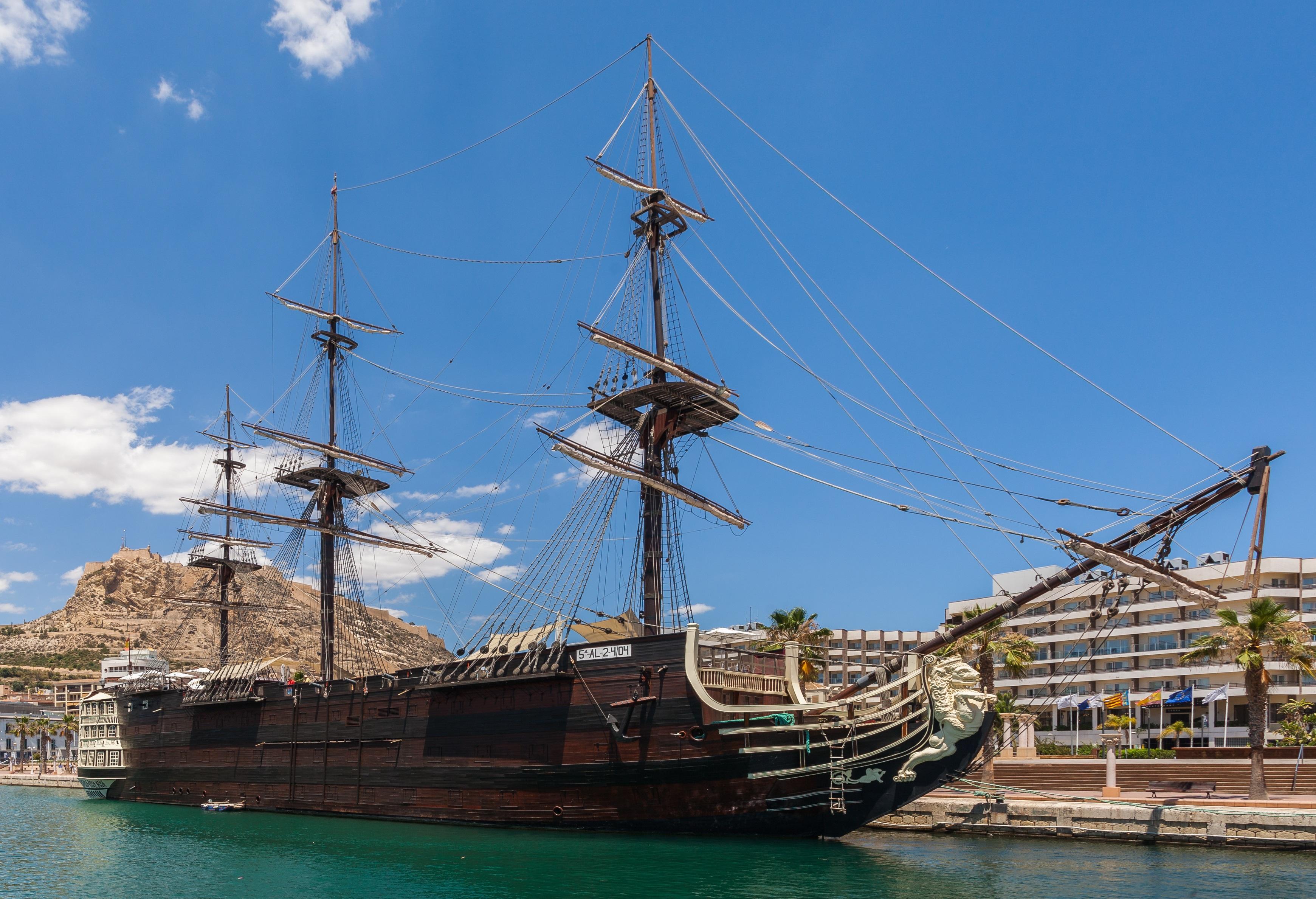 Santisima Trinidade replica Puerto_de_Alicante,_España,_2014-07-04,_DD_32