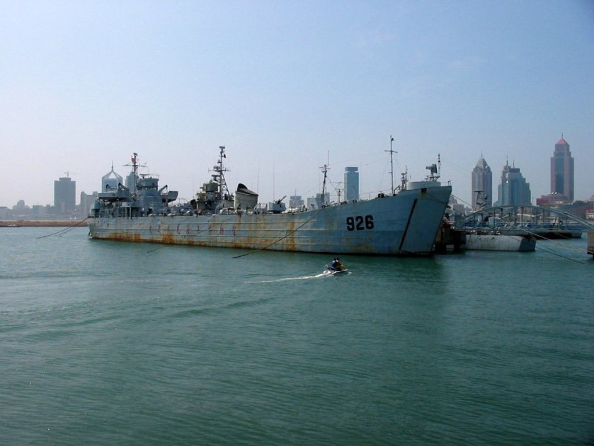 LST-926 - USS LST-1008 museum Qingdao 青岛海军博物馆_-_大型登陆艇大别山号(舷号926)_-_panoramio