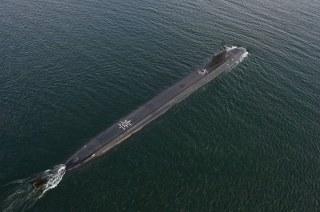 USS_North_Dakota_(SSN-784)_overhead_photo_in_August_2014